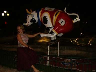 There were dozens of these cows all over Monoco, each one done by a different artist. Several months later they came to Paris. The cows were following me!