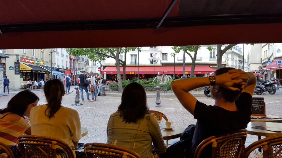 Watching Place de la Contrescarpe from a cafe