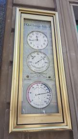 Thermometer & clock in Barcelona